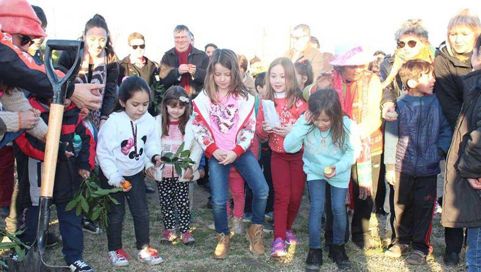 Los chicos participaron en la Fiesta de la Pachamama.