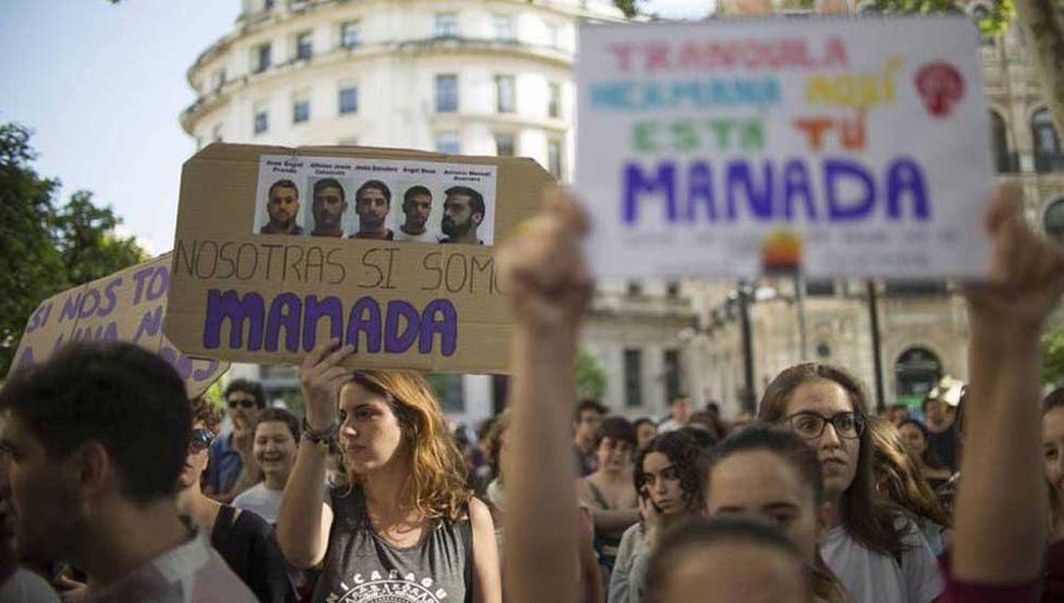 """Liberaron a """"La Manada"""" y crecen las protestas contra la Justicia española"""