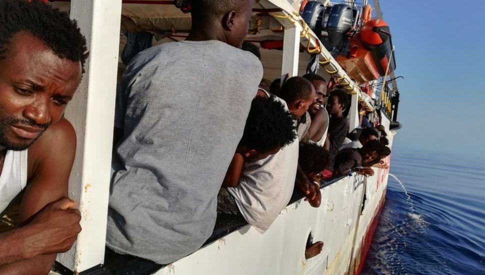 Cruces en el gobierno italiano por un barco con inmigrantes