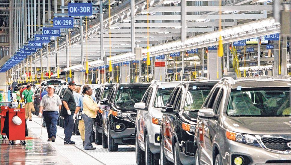 La crisis golpeó a todos los sectores y eso se refleja en la fuerte caída que tuvo la venta de vehículos nuevos, que llegó al 40% en diciembre y 11% en el año.