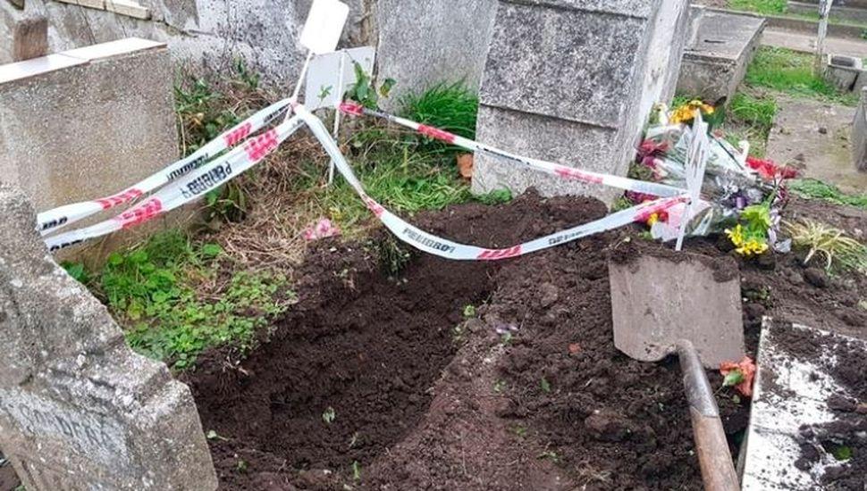 Ofrecen $100.000 de recompensa para saber qué pasó con el cuerpo del bebé robado en un cementerio
