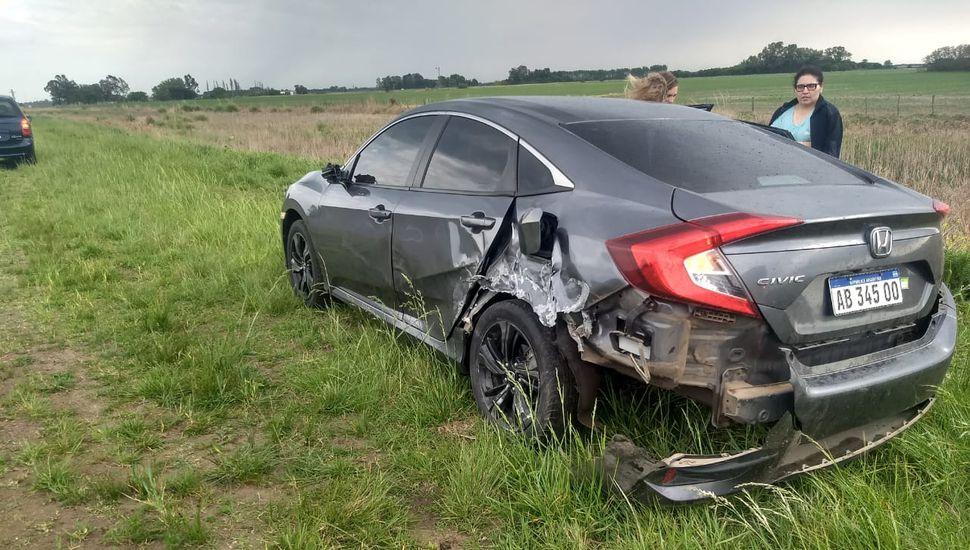 Se desprendió el acoplado de un camión y chocó contra un auto