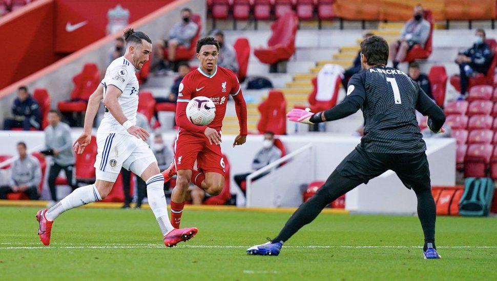 Liverpool le ganó sobre el final 4 a 3 al Leeds United de Bielsa