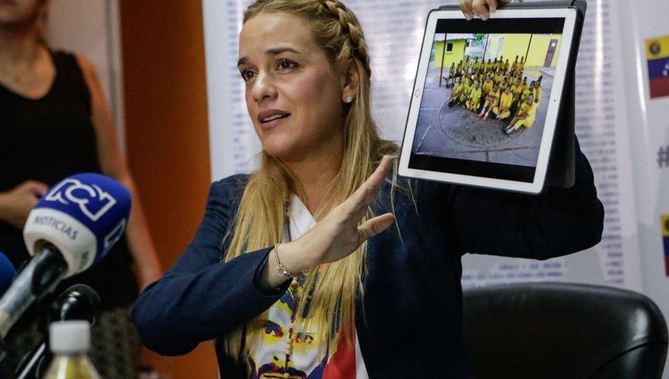 Lilian Tintori tenía una suma millonaria de dinero en su auto: ahora no puede salir de Venezuela.