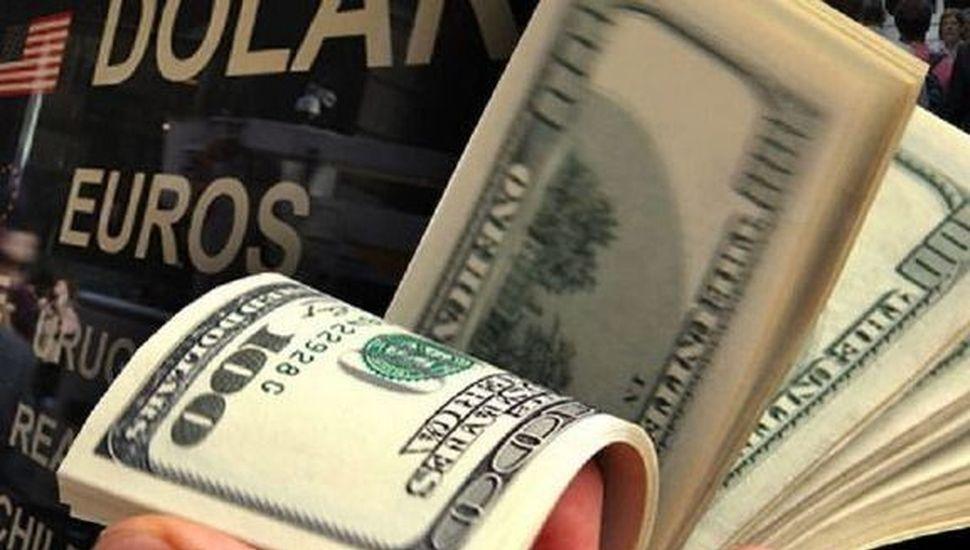 El dólar avanzó 50 centavos y cerró a $44,40 en el Banco Nación
