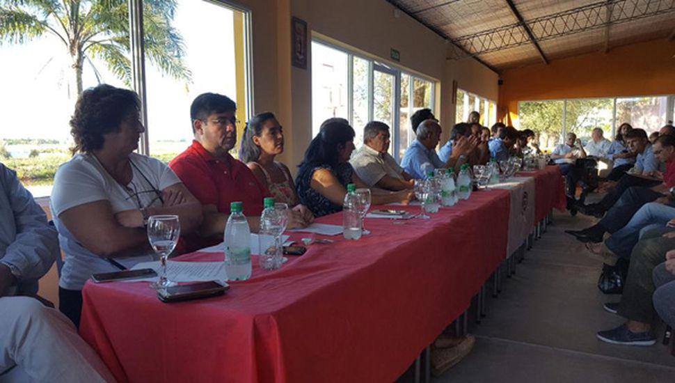 El vicegobernador bonaerense, Daniel Salvador, presidió ayer en Bragado el plenario del Comité Provincia de la UCR.