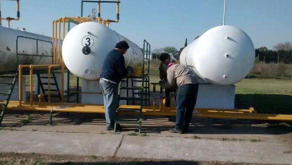 Instalan en Carabelas el nuevo tanque de GLP
