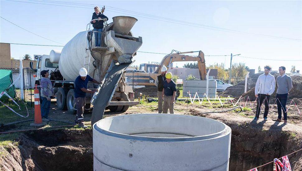Pozo de bombeo de líquidos cloacales en obra.