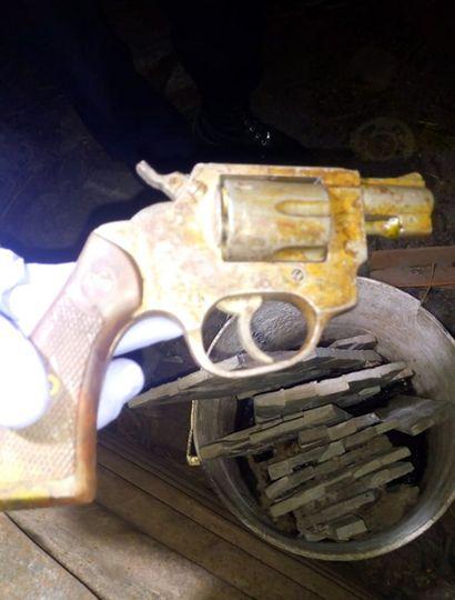 El arma, secuestrada.