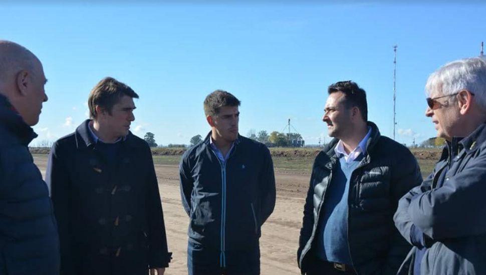 Autopista en Ruta 7: Aiola recorrió obras con el director de Vialidad