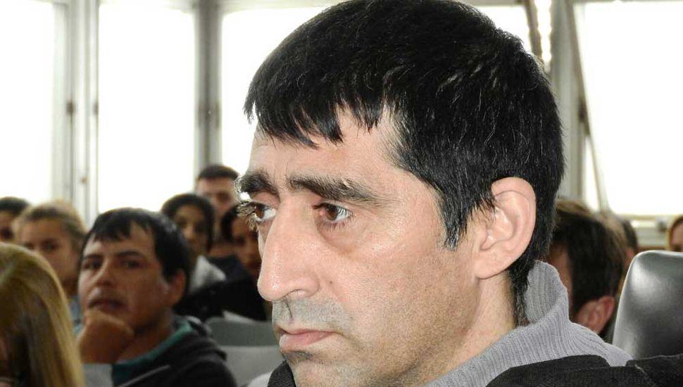 Varela es observado por los familiares y amigos de Camila.