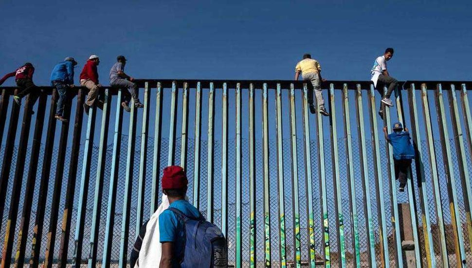 La caravana migrante llegó a la frontera con Estados Unidos