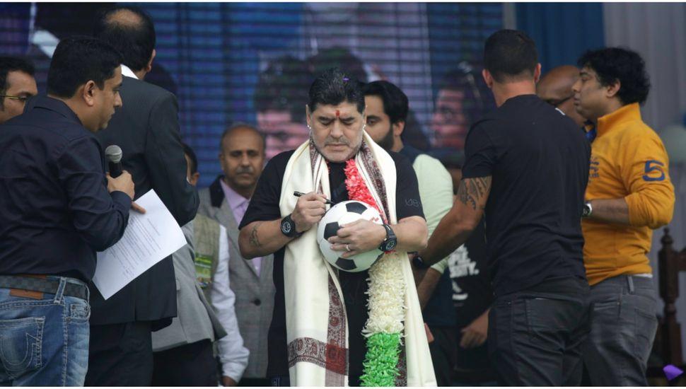 Diego Maradona fue recibido como un ídolo en la India