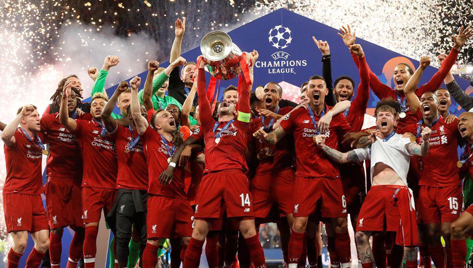 El Liverpool festeja la obtención de un nuevo título.