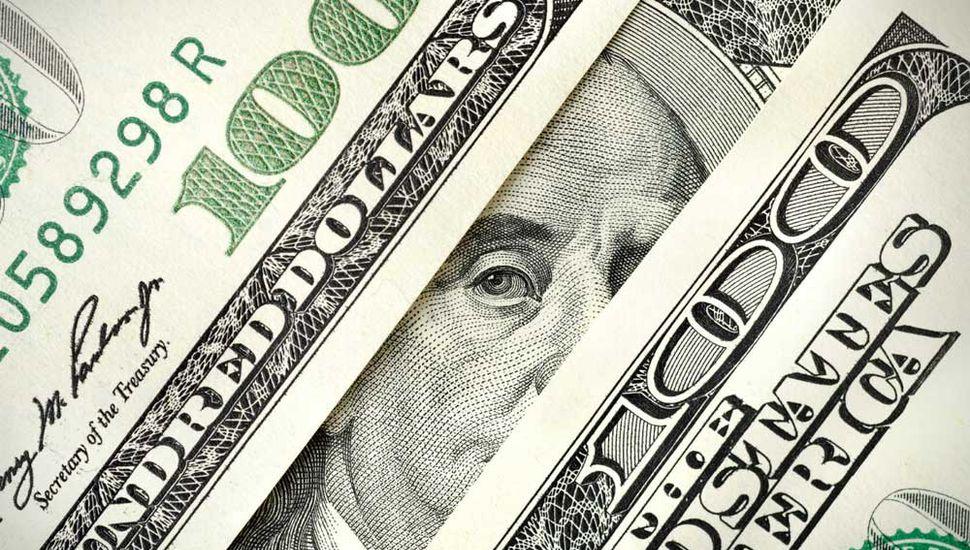 Tras una semana agitada, el dólar saltó 62 centavos a $30,47