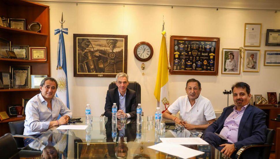 El ministro Meoni, junto a los titulares de la Unión Ferroviaria (UF) y el Sindicato de Conductores de Trenes La Fraternidad, Sergio Sasia y Omar Maturano, respectivamente.
