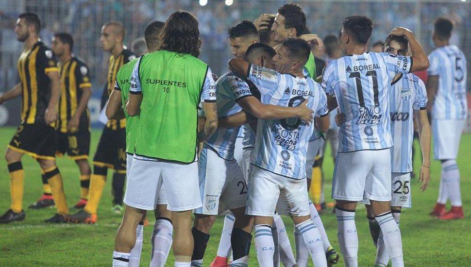 Ganó Atlético Tucumán y con un empate en Paraguay pasará a octavos