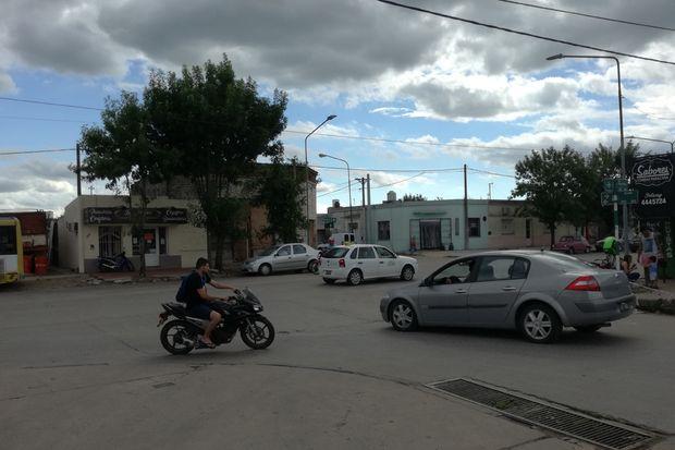 La esquina de Avenida República y Suiza es uno de los puntos más conflictivos en el tránsito de este barrio.