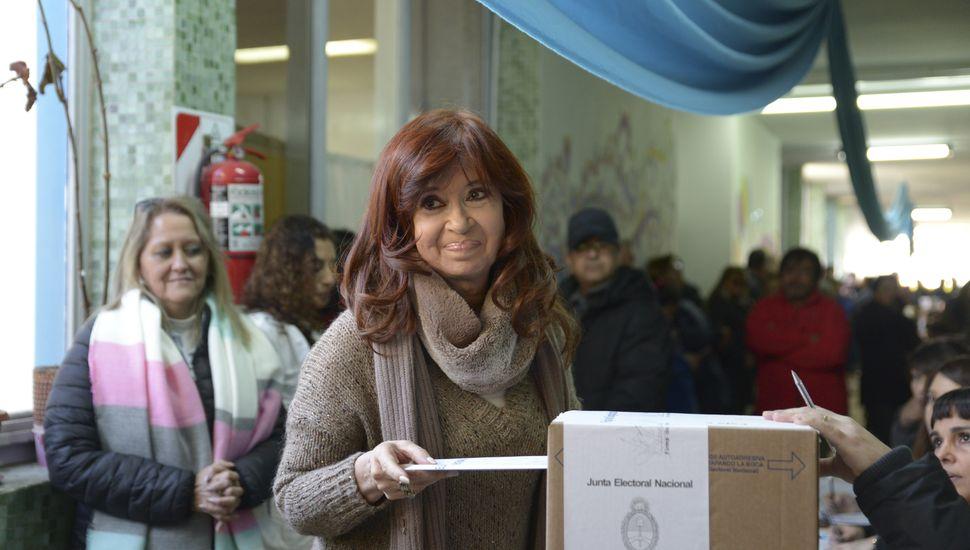 Cristina votó en Santa Cruz con 35 minutos de demora