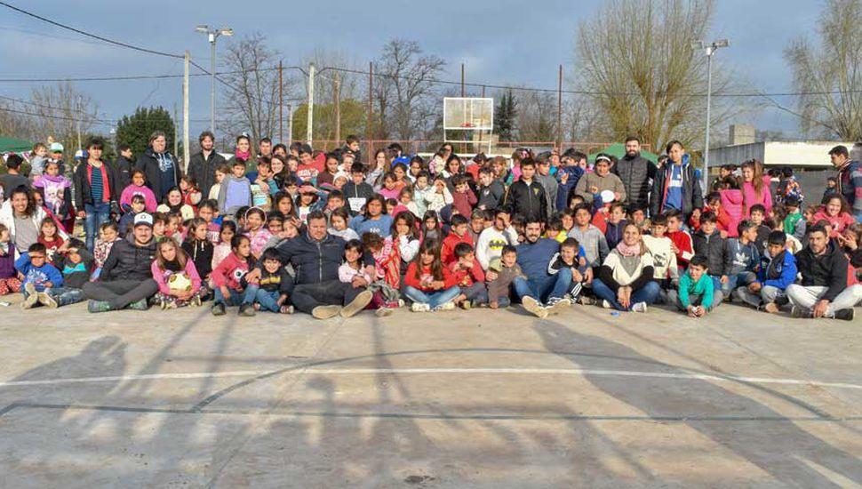 La Juventud Peronista celebró con los niños en el barrio Los Almendros.