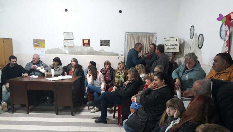 Reunión convocada por la comisión vecinal de Rafael Obligado.