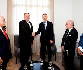 Mauricio Macri se reunió con Mike Pompeo para profundizar su alineamiento incondicional con Estados Unidos.