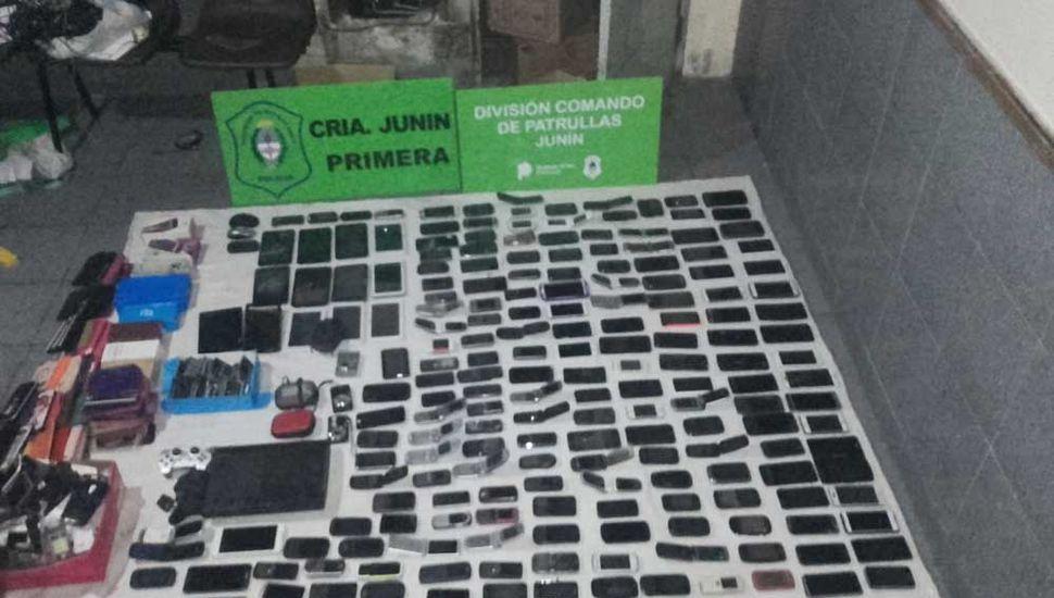 Más de 180 celulares fueron incautados.