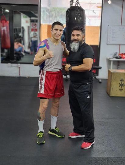 Ronan Nahuel Sánchez junto a su técnico, el azteca Juan José Colorado.