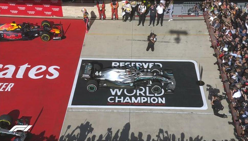 El británico quedó a un título de Schumacher.