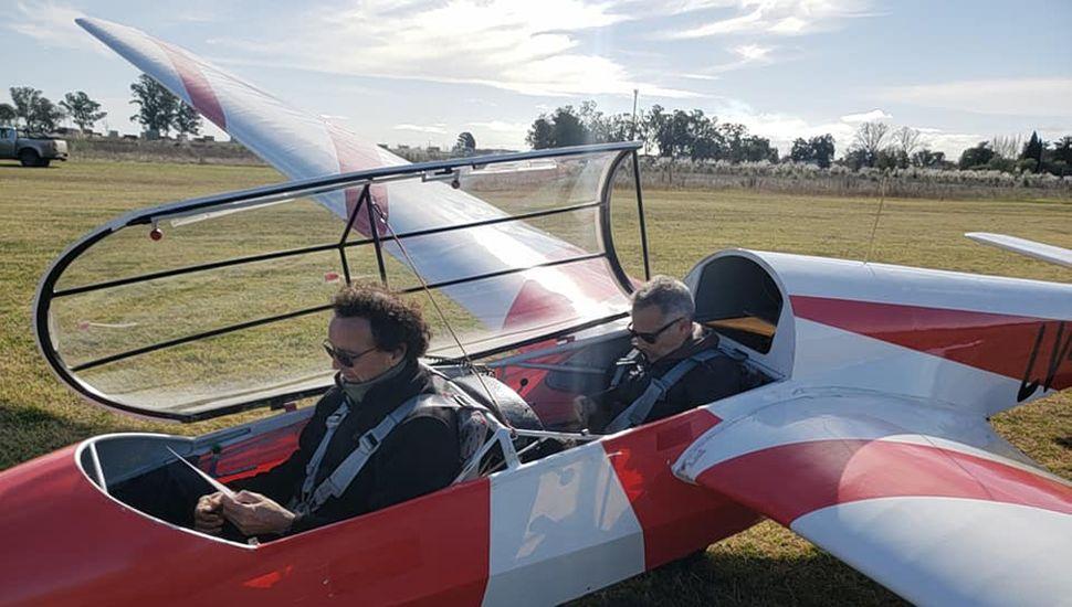 Los alumnos participarán junto con un instructor en el planeador biplaza escuela, ASK-13.
