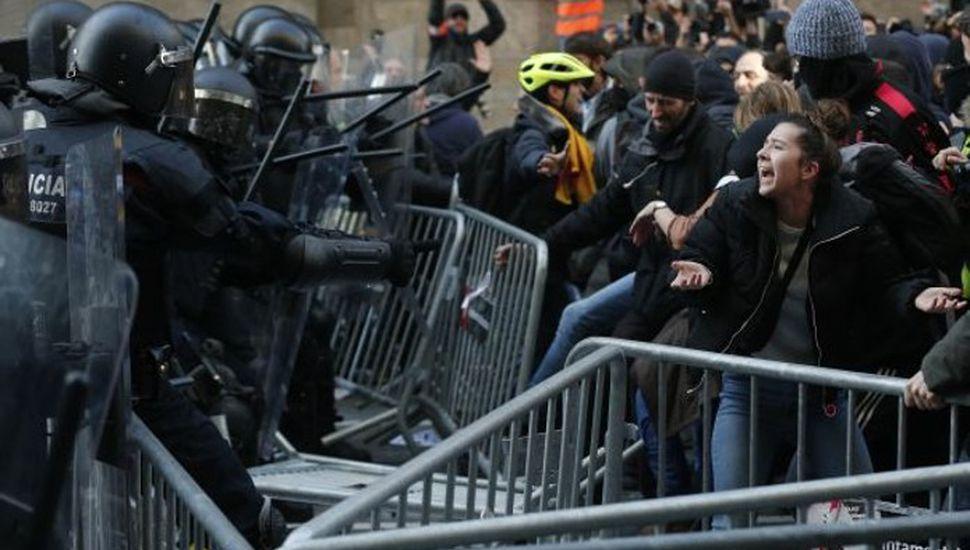 Represión española al reclamo catalán por la independencia