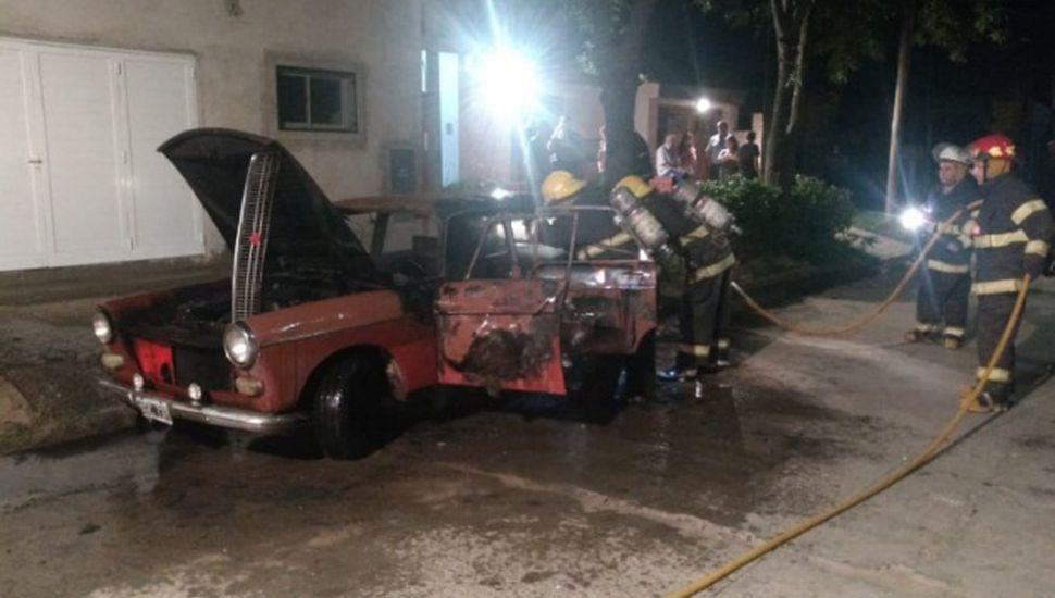 Se incendió un auto en Chacabuco