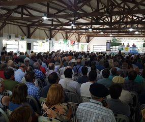 Unos 700 productores agropecuarios cuestionaron ayer en Pergamino las políticas oficiales para el sector.