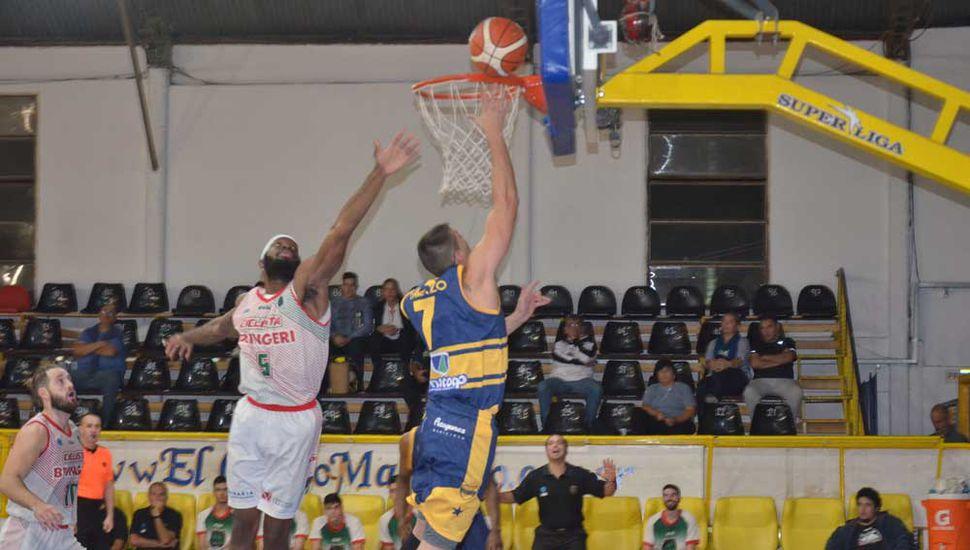 El juninense Joaquín Gamazo le ganó a Corbin Jackson y llega al doble para Atenas.