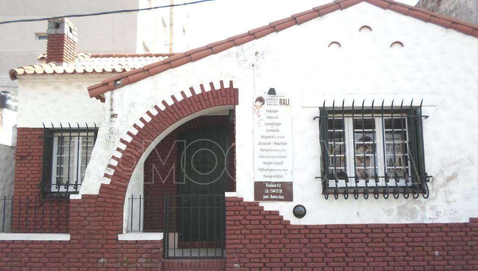 Frente del Instituto Rali, en Rivadavia 412.
