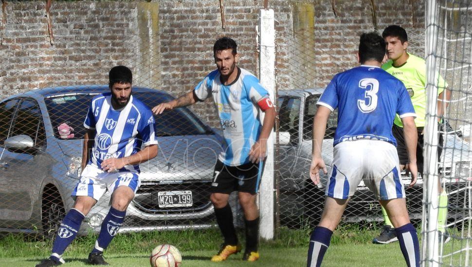 """Jorge Newbery fue """"convidado de piedra"""", le ganó a Rivadavia de Junín y benefició a varios"""