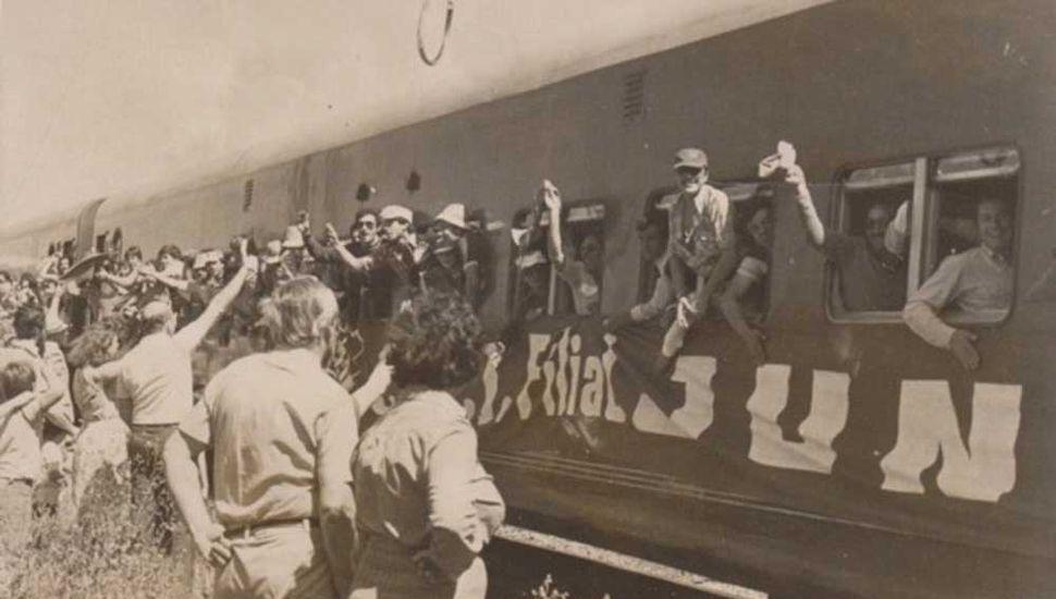El tren que llevó a los hinchas de Sarmiento al estadio de Banfield, hace casi 40 años. Ojalá la historia vuelva a repetirse este domingo.