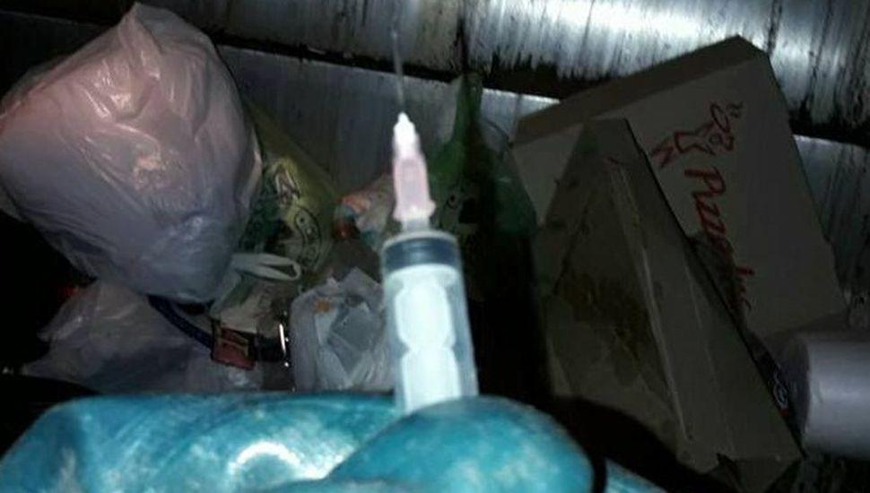 Advierten a vecinos por jeringas usadas en bolsas de residuos