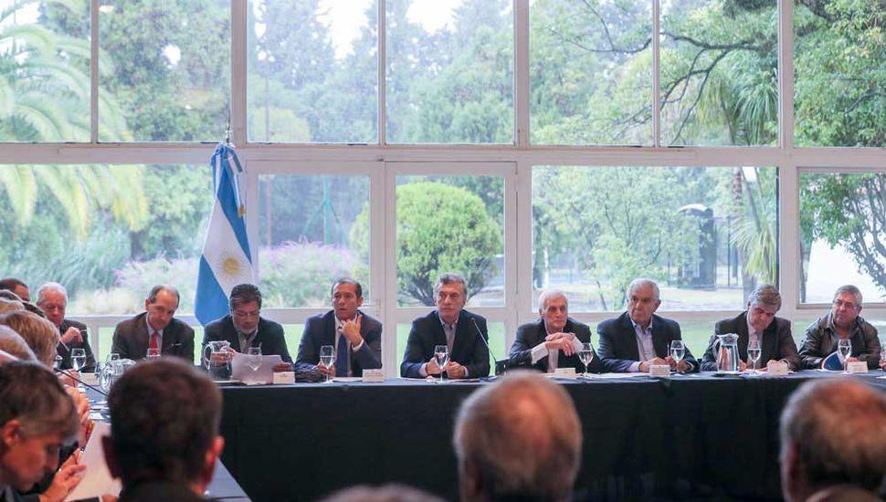 Mauricio Macri transita por el período de mayor debilidad en el cargo y hasta sus propios aliados piden que decline su intento de ir por la reelección presidencial.