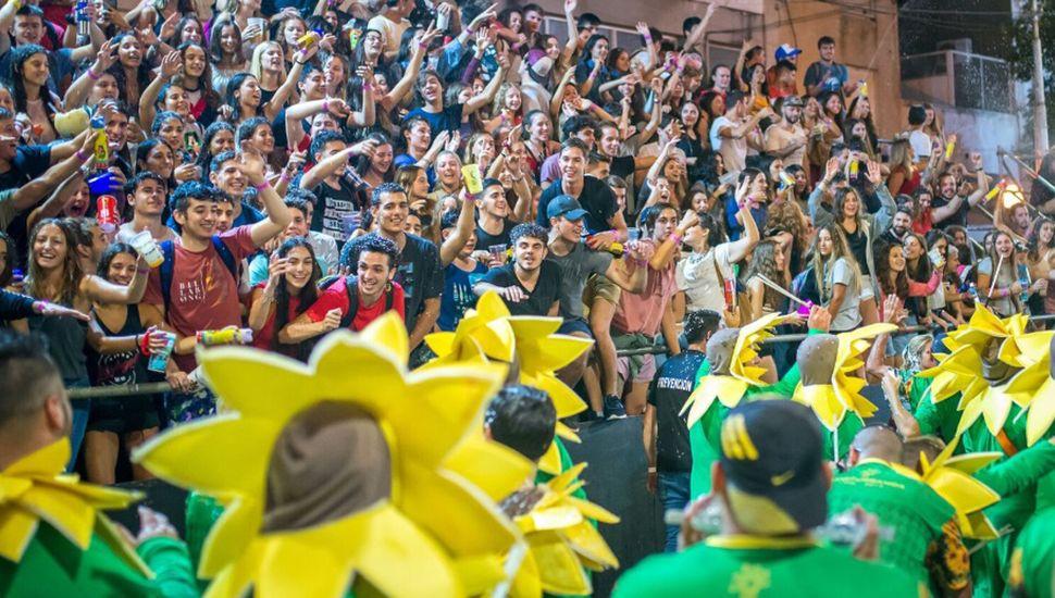 La batucada Masturbanda cumple 30 años en el carnaval de Lincoln