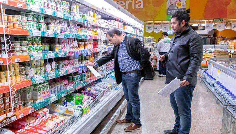 Desde el municipio aseguran que hay más productos esenciales en las góndolas juninenses.