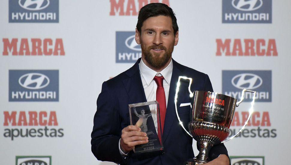 Messi recibió el premio  al mejor de la temporada