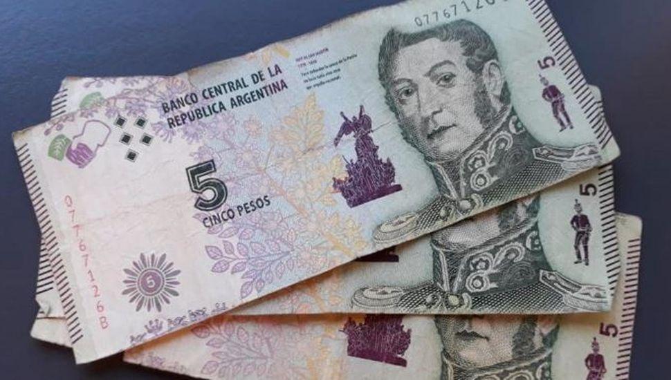 Desde hoy, los billetes de 5 pesos se pueden cambiar en bancos