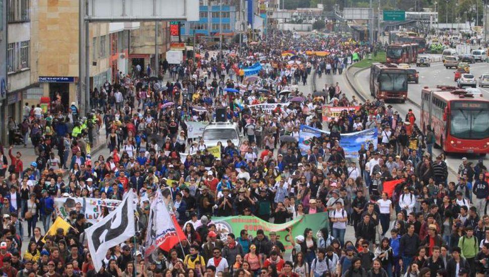 Colombia: masiva marcha por mejoras económicas