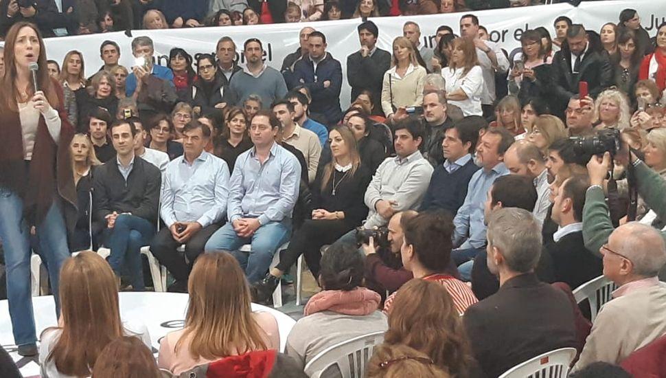 El senador Roberto Costa, ayer, en el acto de Vidal en Junín.