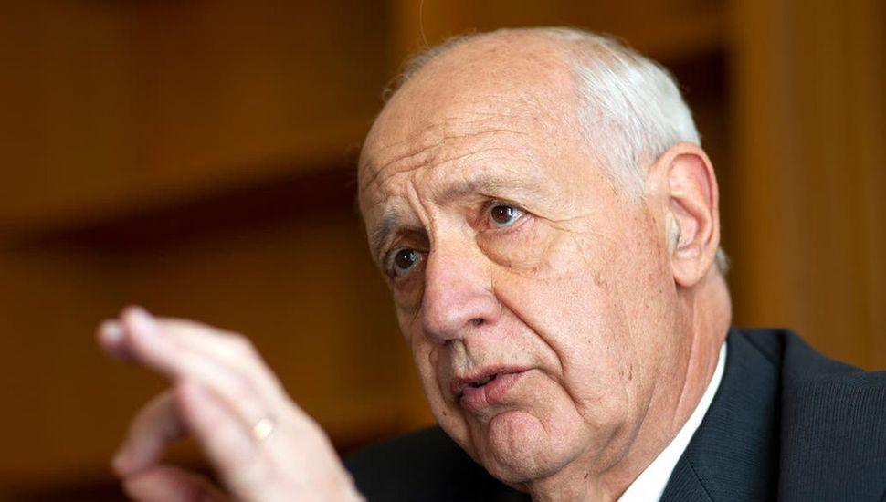 Lavagna cuestionó que se posibilite la dolarización del débito