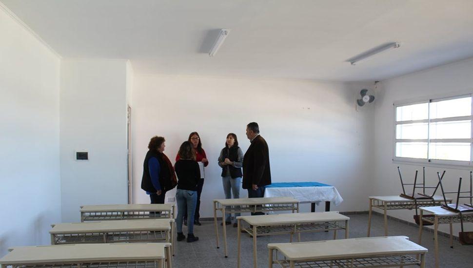 Alberto Conocchiari inauguró dos nuevas aulas en la secundaria N° 1 de Alem
