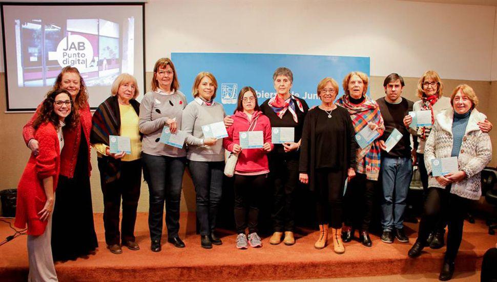Quienes realizaron el curso, recibieron su certificado.