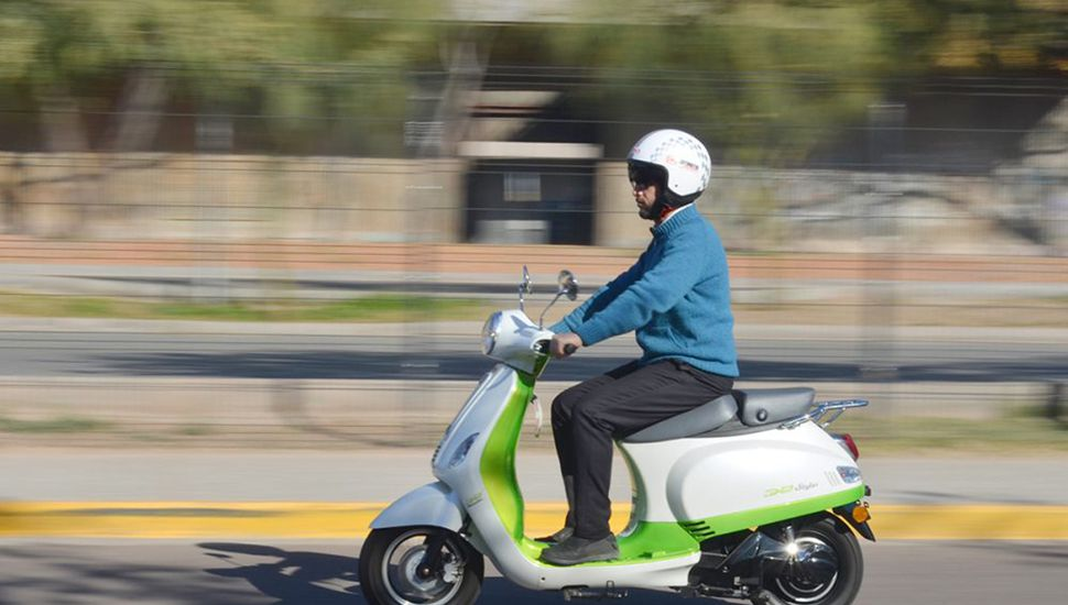 La moto tiene una autonomía desde los 30 kilómetros.