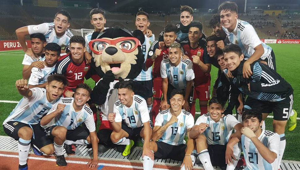 La selección nacional Sub-17 de fútbol que dirige Pablo Aimar ya aseguró el pase al mundial y hoy buscará el título de campeón, cerrando el Sudamericano ante Ecuador.